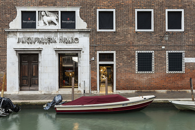 Los Olivari se instalan en un palacio veneciano con su manivela Athena Panier